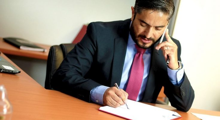 Professionell hjälp av advokat