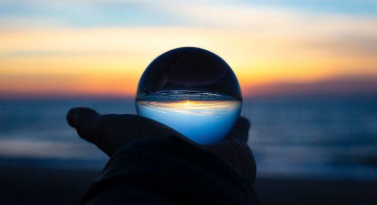 En titt in i kristallkulan